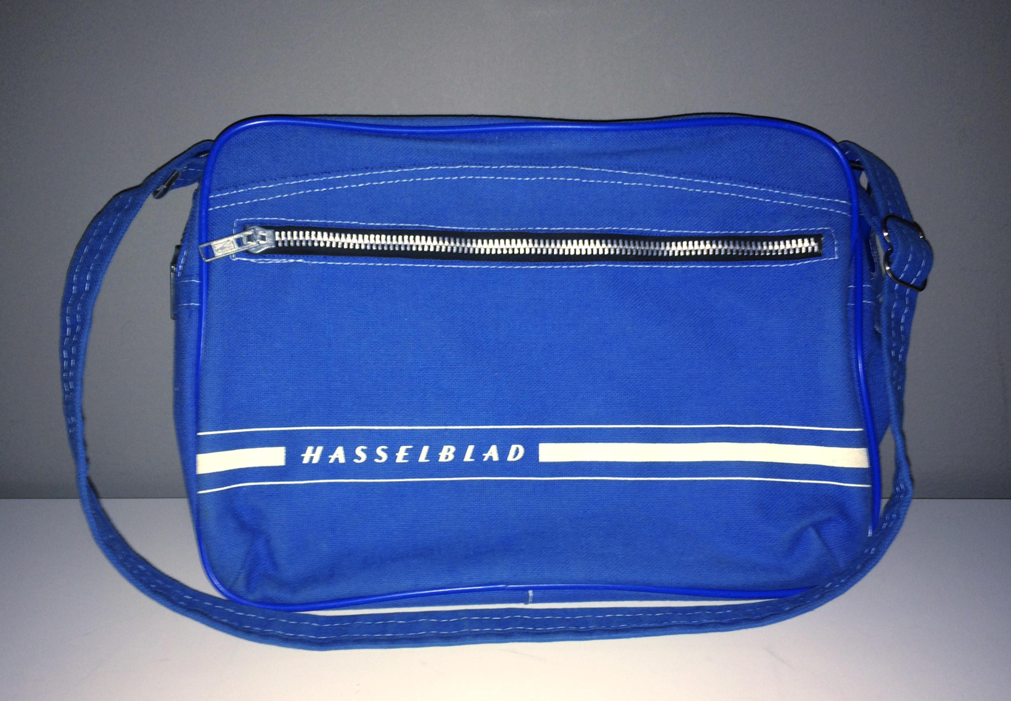 Originalväska från Hasselblad. Den kommer förgylla min arbetsplats framöver. Foto: Mikael Andersson, iPhone5.