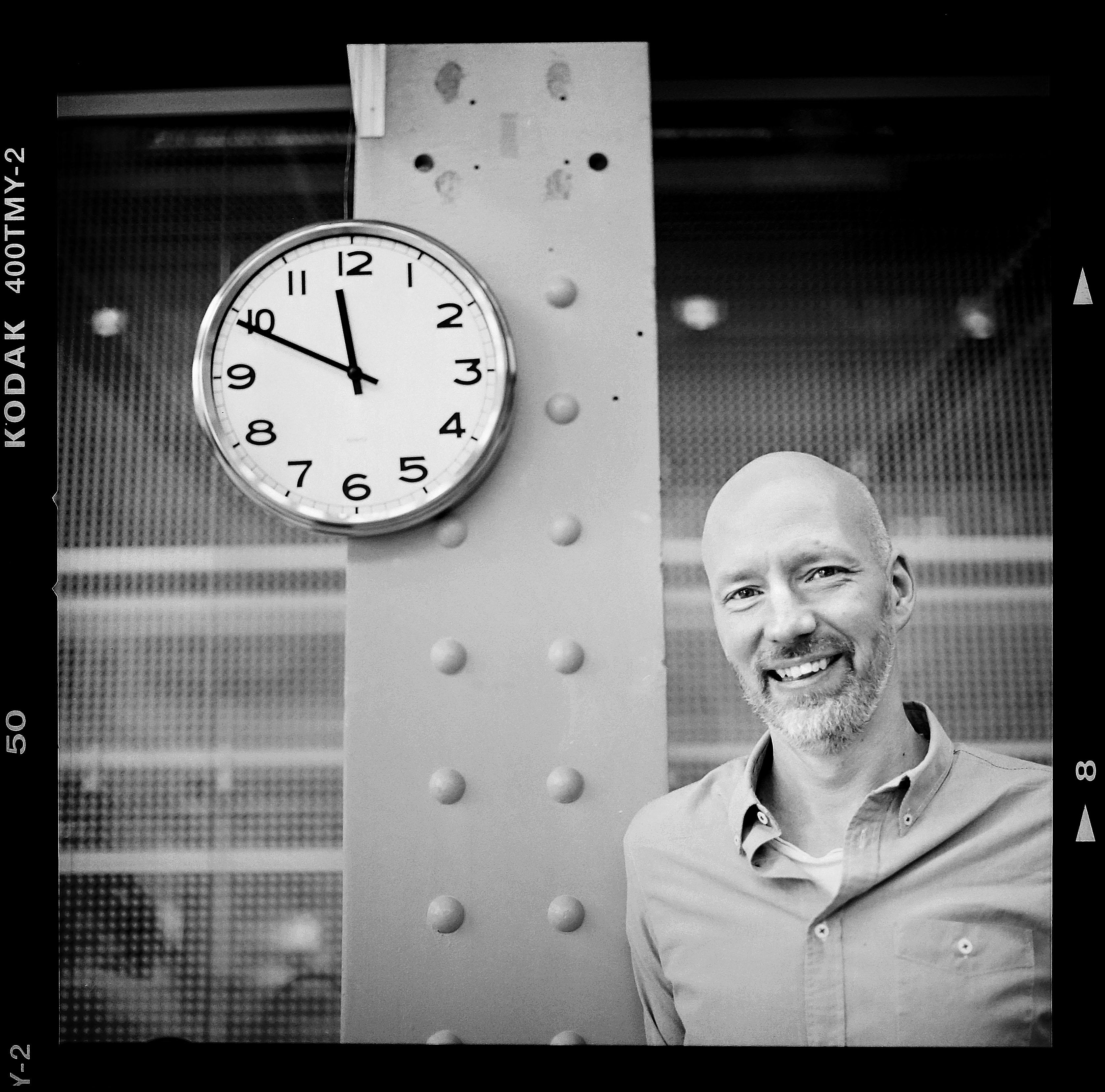 Eskilstunabon Anders Wikström, en av grundarna till det nystartade bolaget Prindit, har utsetts till Årets innovatör 2015 i Västerås. Foto: Mikael Andersson 2016-03-14. Hasselblad 500 cm, 120mm makro f/4, ISO 400 T-Max. Exponerad 1/60sek f/4.
