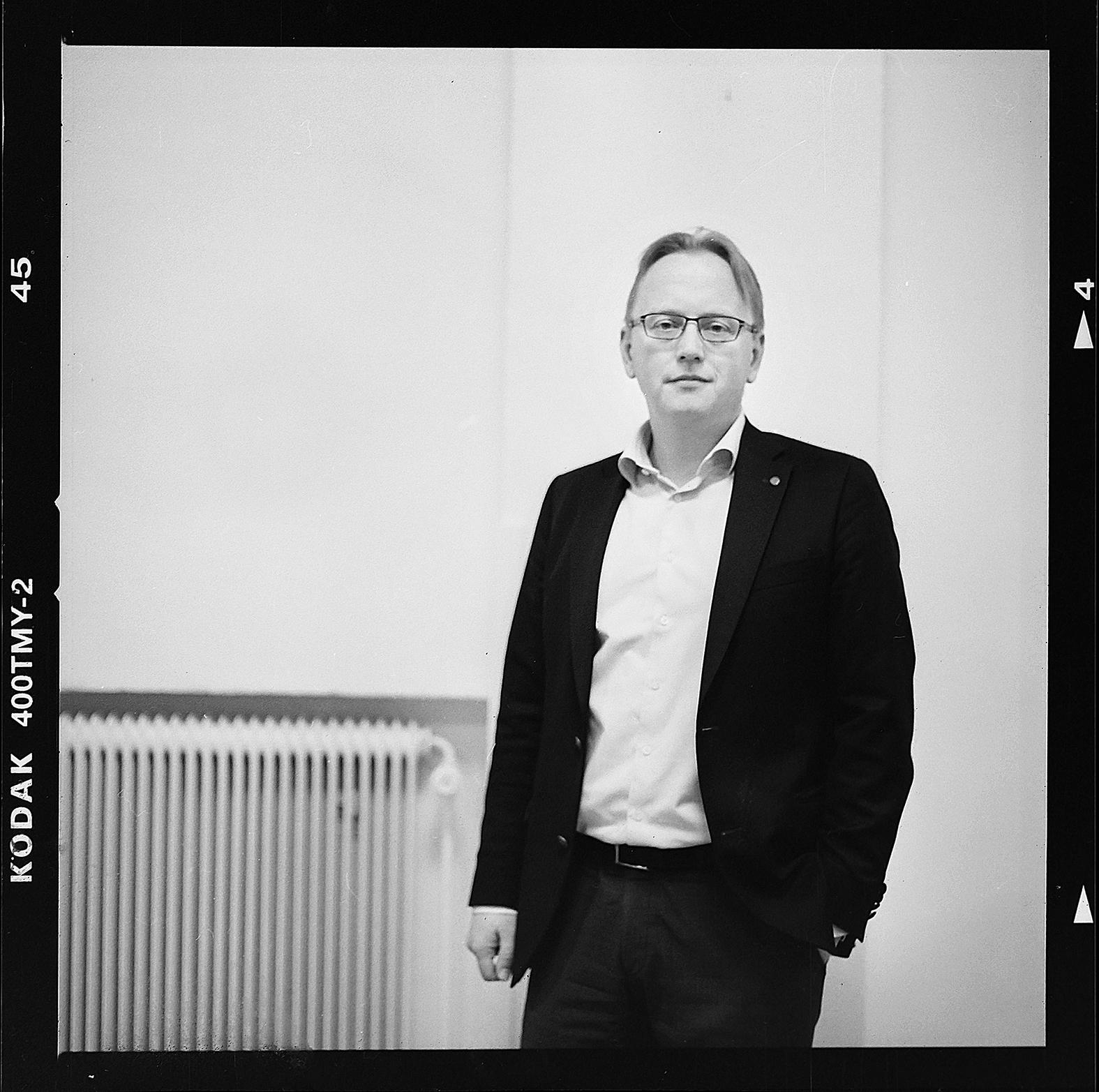 Fredrik Olovsson, gruppledare och ordförande i Finansutskottet. Foto: Mikael Andersson, 2016-04-13, Hasselblad 500cm, 80mm. Exponerad 1/125sek-f2,8