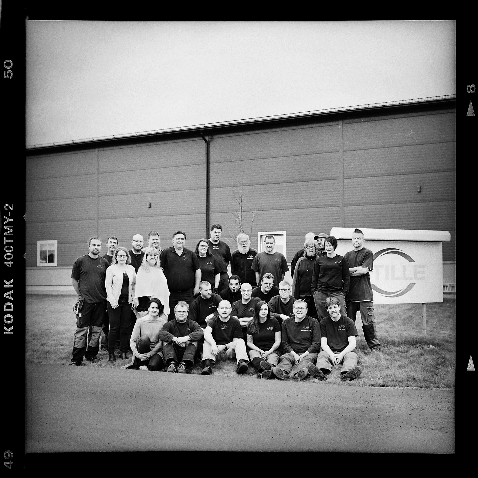 Delar av personalen på Stille. Foto: Mikael Andersson, 2016-04-14. Hasselblad 500c/m med 80mm 2,8. Exponerad 1/125 f4.