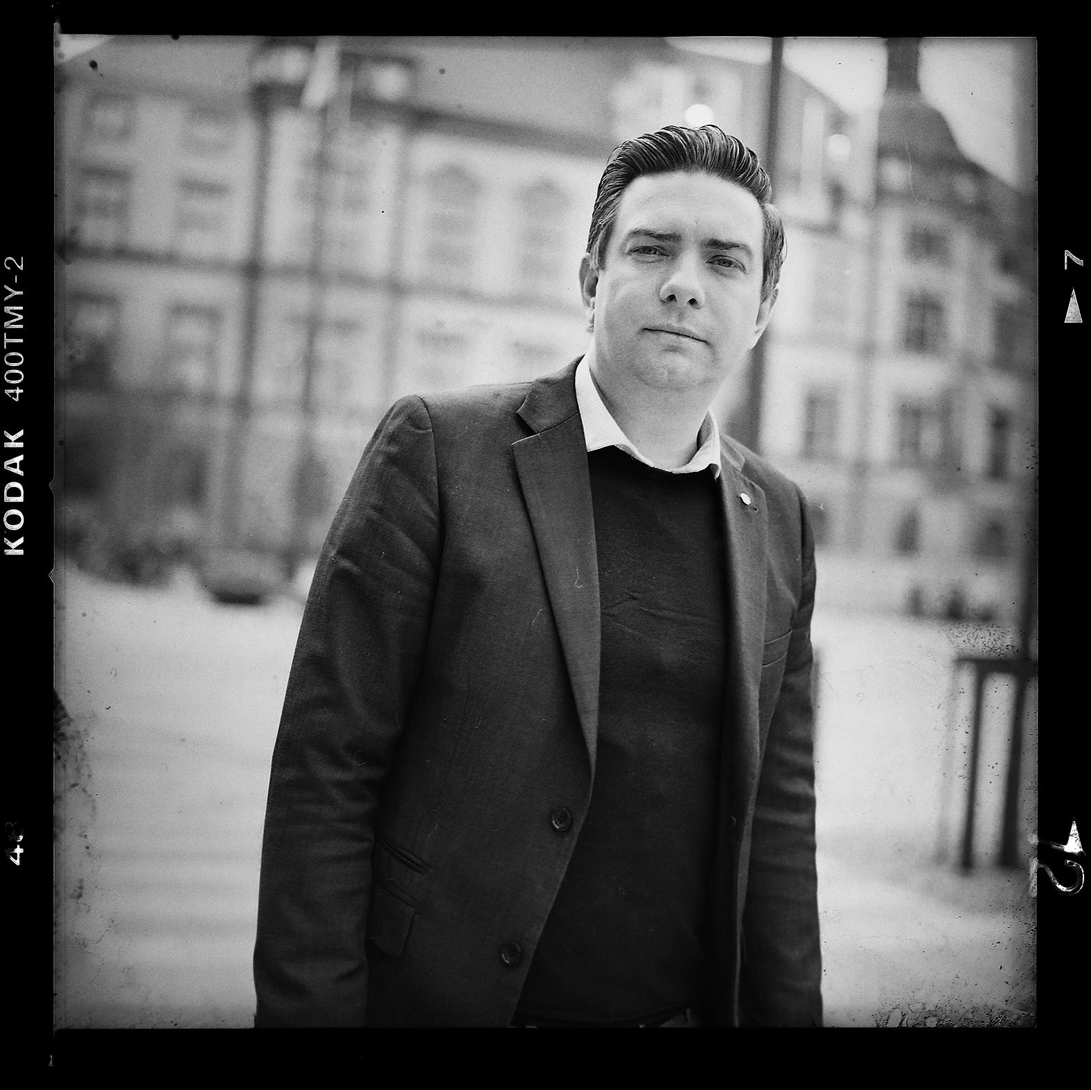 Jimmy Jansson Eskilstuna kommuns ordförande. Foto: Mikael Andersson, 2016-04-13. Hasselblad 500 cm med 80mm. Exponerad: 1/125 - f2,8