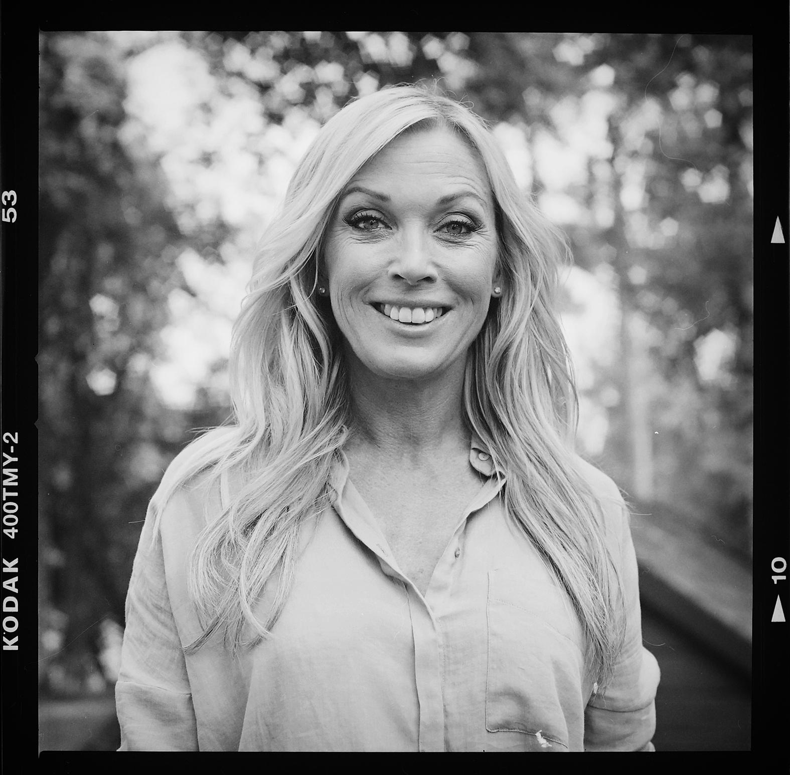 Programledaren för Bonde söker fru, Linda Lindorff. Foto: Mikael Andersson, 2016-06-01, Hasselblad 500 cm, 150 mm, f8-1/250 sek.