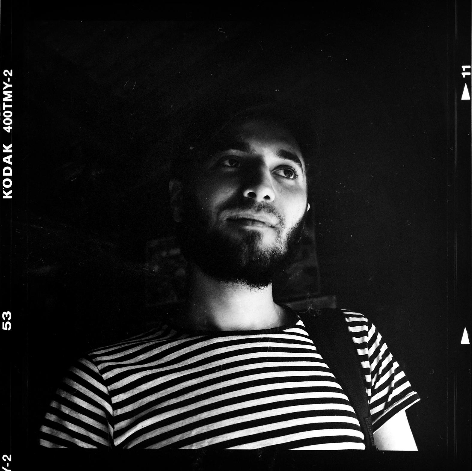 Muhannad Saad vill plugga, jobba och starta ett nytt liv. Foto: Mikael Andersson, 2016-05-11, Hasselblad c/m, 80mm. Exponerad f11-1/250 sek.