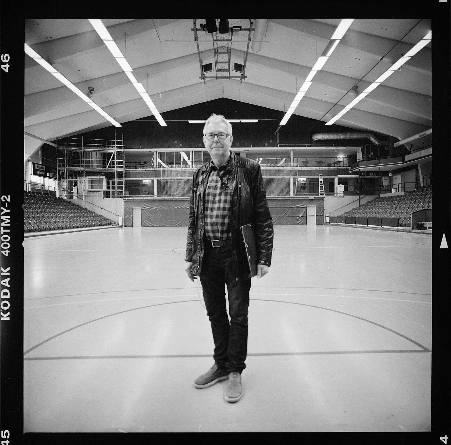 Björn Norrman vill bevar Sporthallen i Eskilstuna fotograferad med Hasselblad