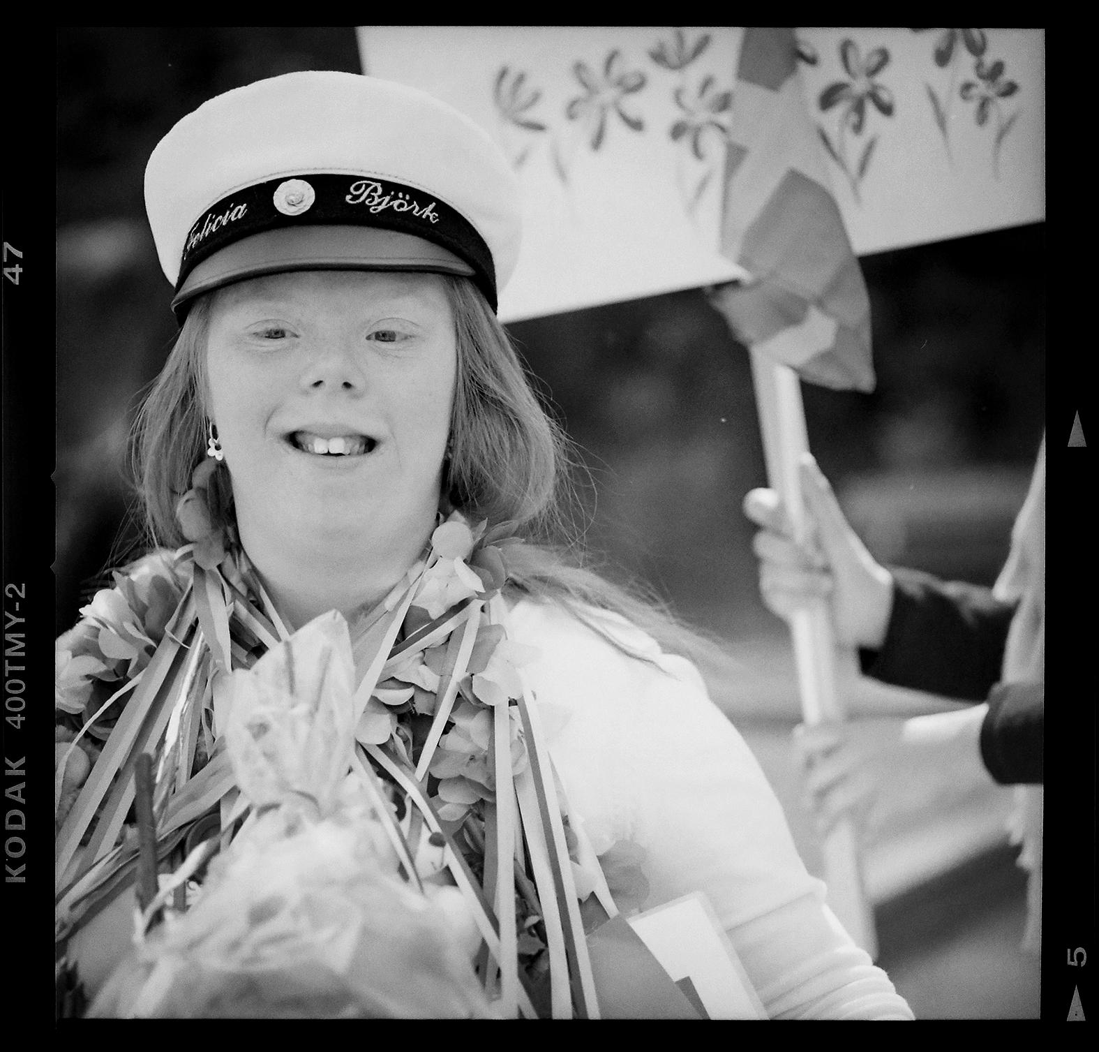 Felicia Björk var en av eleverna som tog studenten. Foto: Mikael Andersson, 2016-06-09, Hasselblad 500 CM, 140mm, f4-1/500sek.