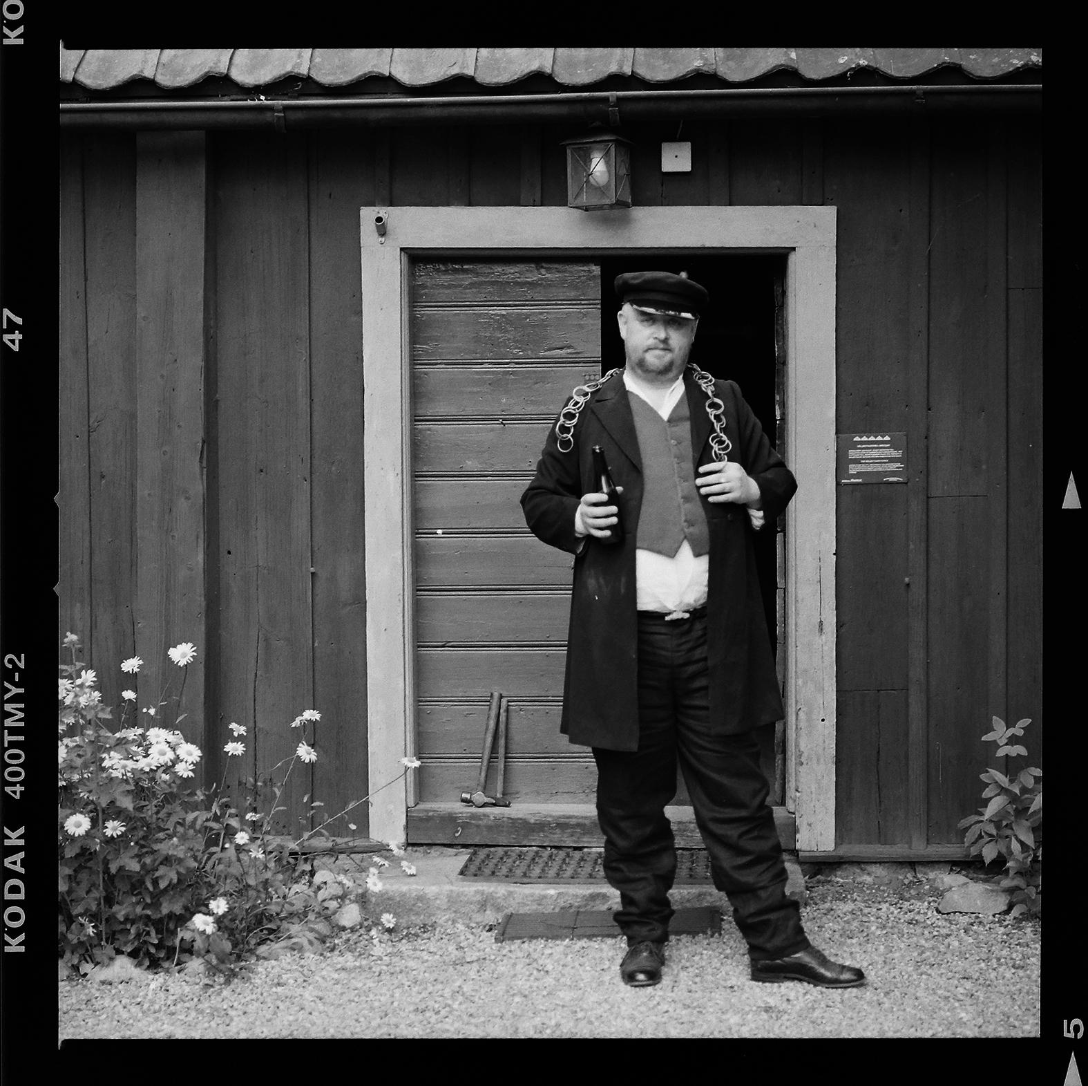 Inte var dag man stöter på Gap-Sundin, i det här fallet var det Henrik Backman som var utklädd. Foto: Mikael Andersson, 2016-06-20, Hasselblad 500 CM, 150mm, f4-1/250.