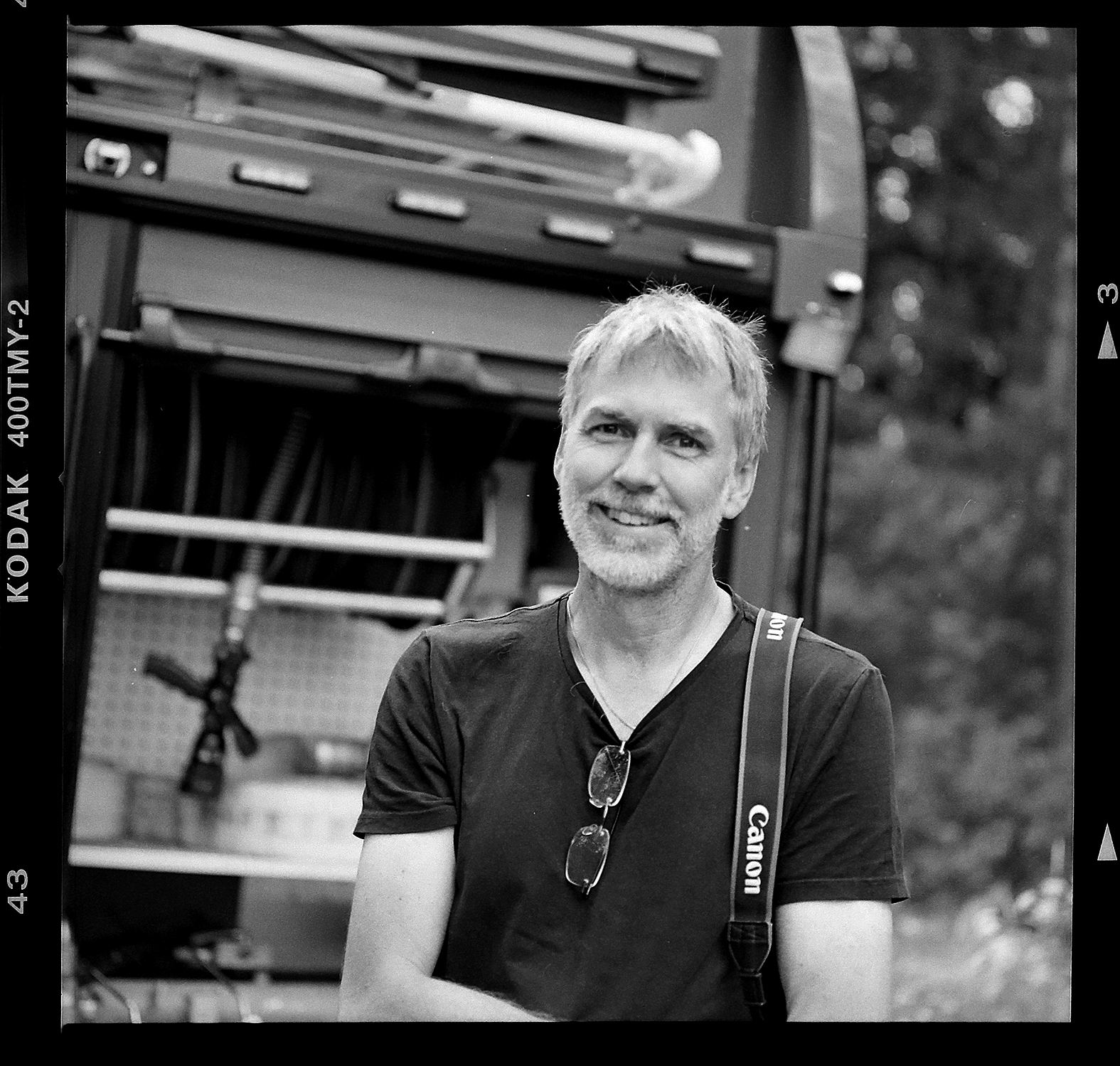 Fotograf Mikael Andersson fotograferad av brandmannen: Andreas Gustafsson. Haselblad 500cm, 150mm, f4-1/250.