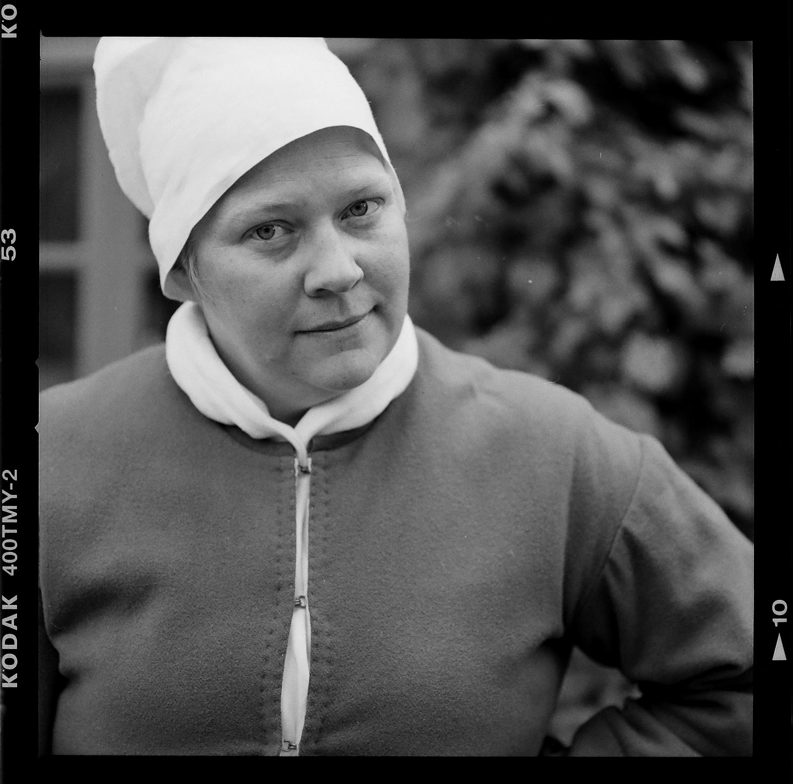 Nina Hedenfeldt smed på Sothöna. Foto: Mikael Andersson, 2016-06-20, Hasselblad 500 CM, f4-1/500sek.