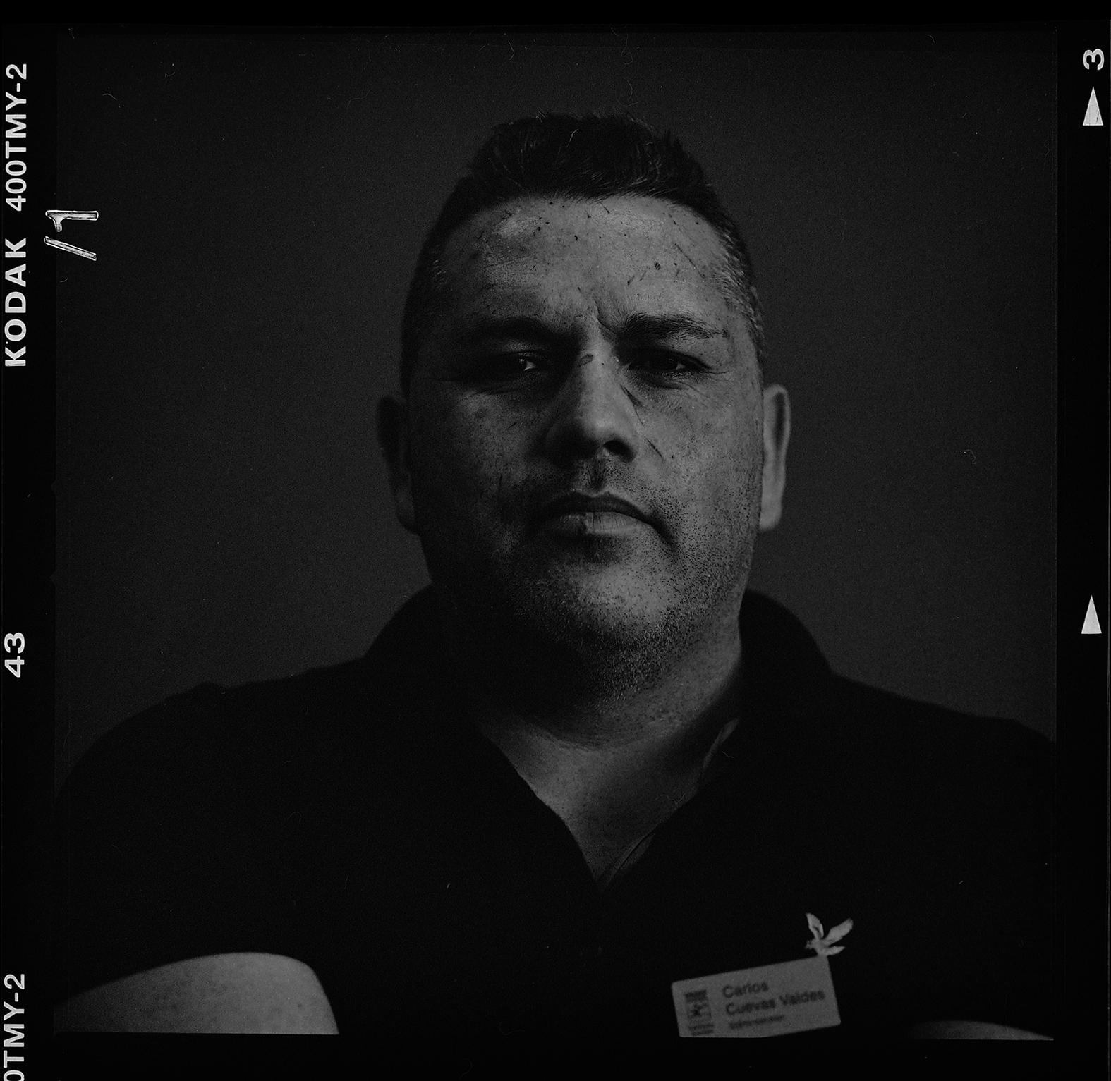 Carlos Cuevas Valdes släkte elden på skolan. Fotograferad 23/9-2016, med Hasselblad 500cm och 150mm f4-1/125 sek. T-max 400 svartvit film.